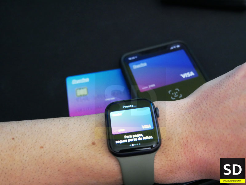 Pagamento contactless usando o iPhone ou Apple Watch, com a funcionalidade Apple Pay